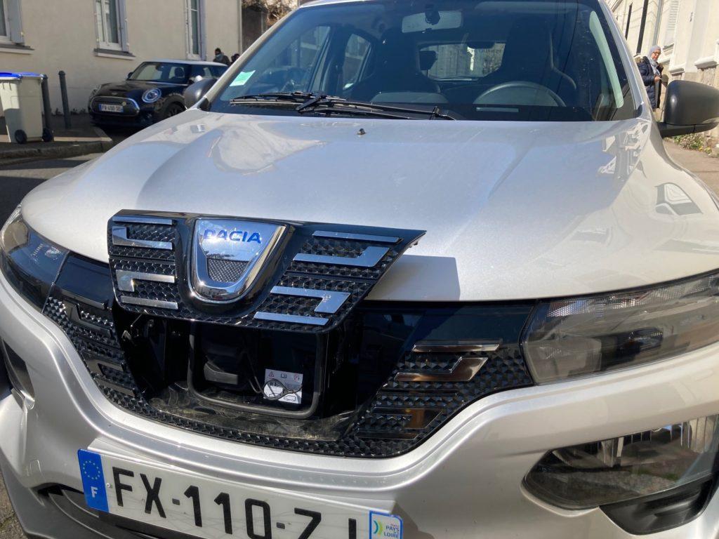 Dacia Spring - Prise de recharge