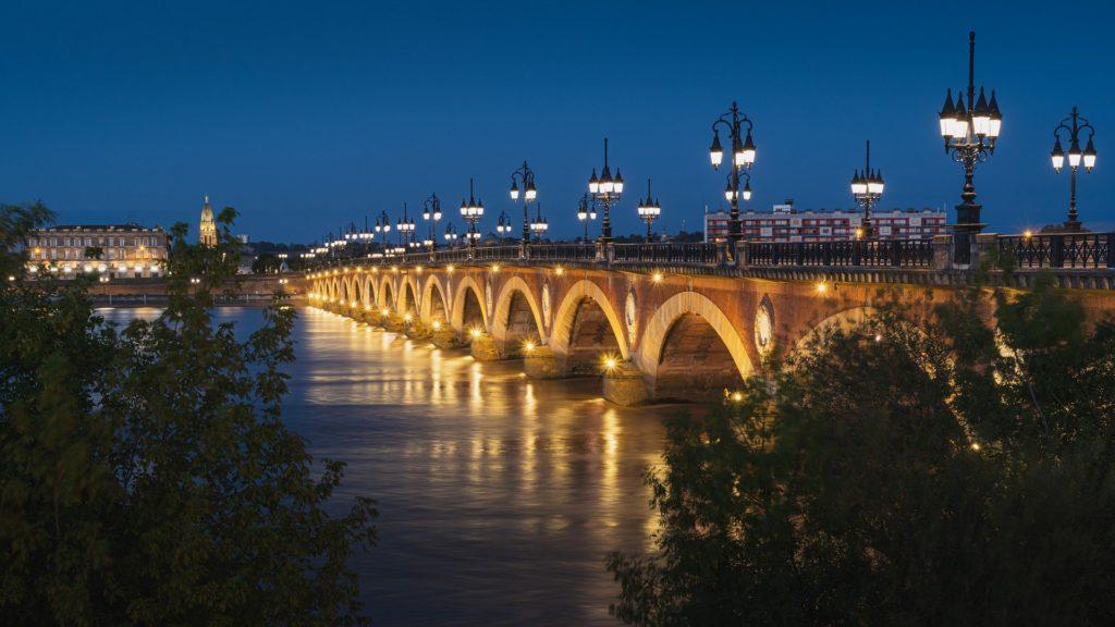 Pont de Pierre traversant la Garonne
